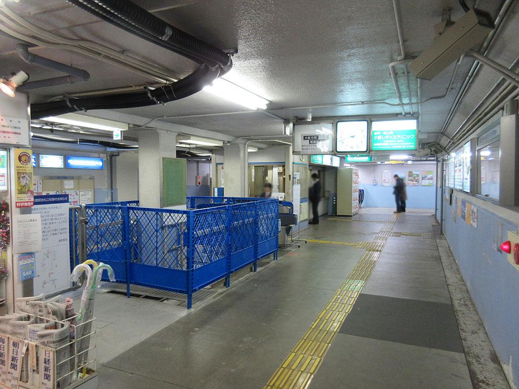 旧の阪神青木駅の改札口。