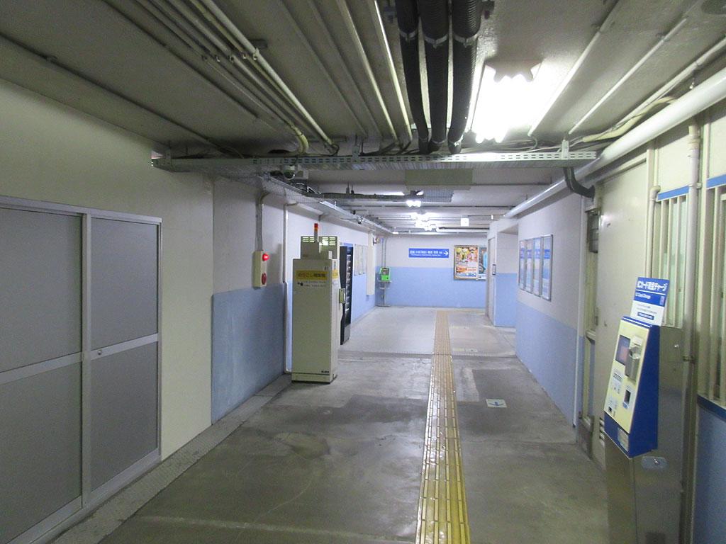 旧、阪神青木駅の改札内。