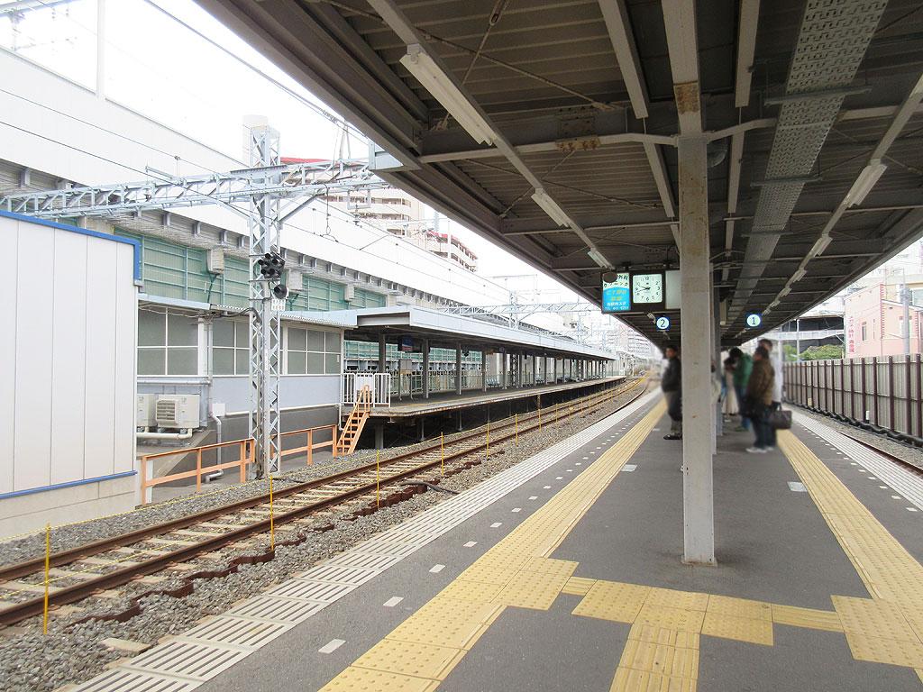 阪神青木駅の地上のホーム。