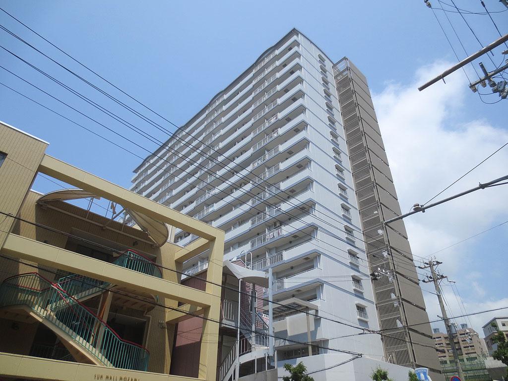 阪神深江駅の駅前のビル。